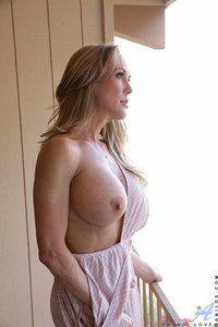 Boob tube tits milf photos